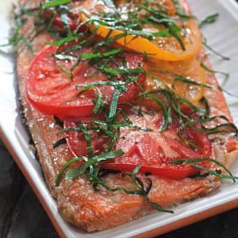 grilled-salmon-with-tomatoes-and-basil_400X400